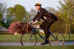 5 Advantages of Cycling Over Driving